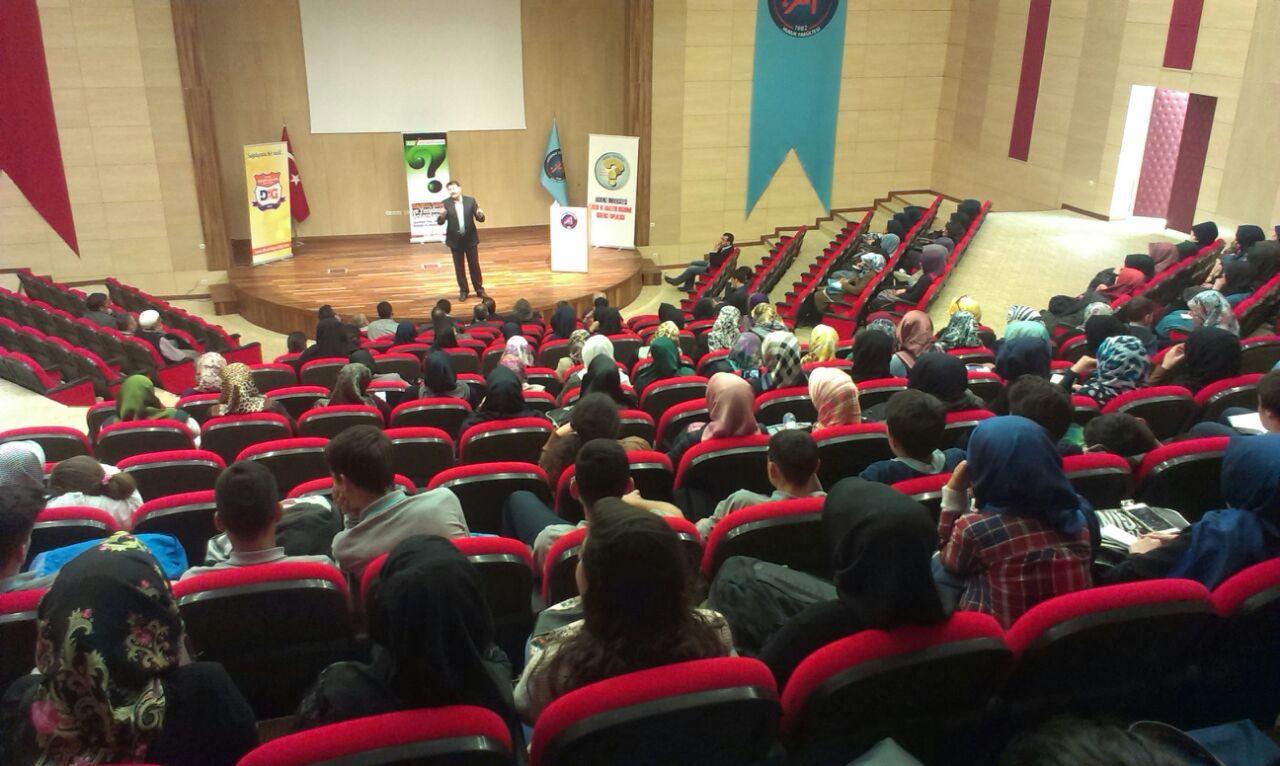 Kritik Analitik Düşünmeye Genç Bakış Konferansı Gerçekleştirildi
